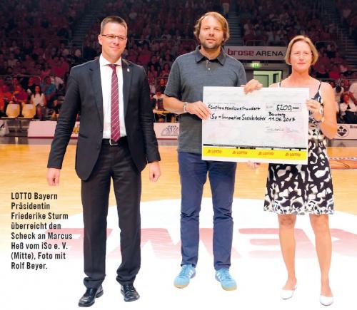 5.200-Euro-Scheck von LOTTO Bayern für soziale Projekte von iSo