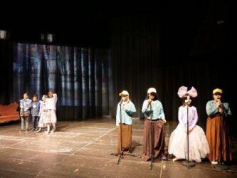 Voll besetzte Studiobühne im ETA: Leon und Isabel entdecken die Gereuth